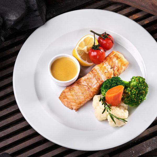 філе лосося з овочами