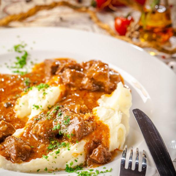 Угорський гуляш з яловичиною