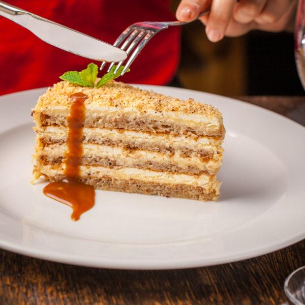 торт балканський дворик
